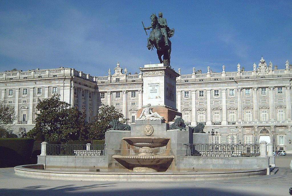 1024px-Monumento_a_Felipe_IV_(Madrid)_01